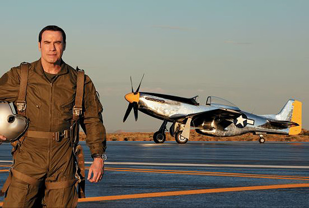 Associated with Breitling for the eighth consecutive year, the actor John Travolta appears in a new advertising campaign in the company of the famous Breitling Navitimer.