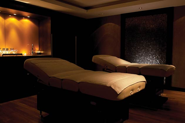 I was shown to my treatment through a dark-walled candle-lit corridor that suitably sets its tranquil, zen-like vibe. Each treatment is a made to measure experience, with offerings for the face, body and mind. Once my therapist finished her work on soothing my achy shoulders with luxurious massage oils by premium French brand Ann Semonin, I took respite at the spa's cosy Snug Room. Glossy magazines, fresh fruit and water and leather lounge beds with soft duvet covers all tucked me into total relaxation mode where you can leave the world behind.