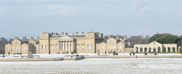 Enjoy a historic and heart-warming Yuletide at Holkham Hall this December, with three magical weekends of traditional family entertainment complete with real reindeer to add that special festive feel.