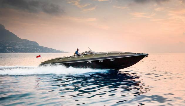Hunton, British manufacturer of high-performance, luxury powerboats, will debut at the Miami Boat Show 2013.