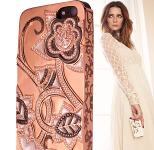 Valued at £189,000, the Uunique London Lotus is made of 18 carat rose gold, and is encrusted with a multitude of rare pink and white diamonds. Accented with intricate mother of pearl inlay, the new case is inspired by the Exotic Water Lotus symbolising strength, progress, purity and prosperity, and is adorned with black, white, and pink diamonds which have been certified by the Gemological institute of America.