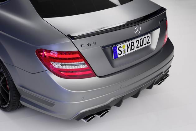 """The spoiler lip on the boot lid (Saloon and Coupé only), the exterior mirror housings, as well as the surrounds on the radiator grille and daytime driving lights are all finished in high-gloss black. Darkened headlamps also add a distinctively sporty touch. Available as an optional extra exclusively for the C 63 AMG """"Edition 507"""" is the designo Magno Platinum paint finish."""