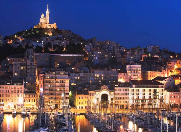 Perched atop Le Panier, InterContinental Marseille - Hotel Dieu, is a majestic XVIIIth century architectural marvel: a former Hotel Dieu.