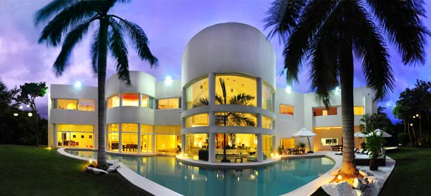 Founded in 1999, Luxury Retreats creates personalised villa vacations, offering over 2,000 villas in more than 50 destinations. Its global team of 150+ passionate travel enthusiasts and partners hand pick and personally inspect each luxury villa ensuring that its guests are offered the very best.