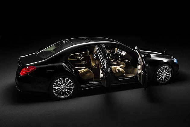 "Perfection to the smallest detail results in ""The Essence of Luxury"". This pursuit of the best is particularly noticeable in the sumptuous interior: whether it is the seats or the air conditioning, the controls or the design, the infotainment or the comfort and safety in the rear"