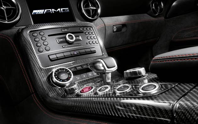 The AMG SPEEDSHIFT DCT 7-speed sports transmission