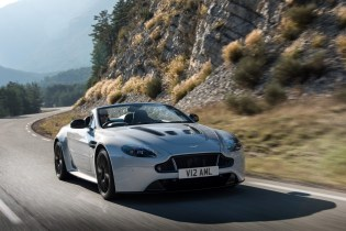 Luxurious Magazine Reviews The Aston Martin V12 Vantage S Roadster (1)
