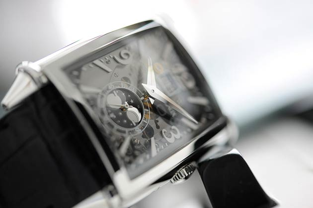 The new Girard-Perregaux Vintage 1945 Large Date, Moon-Phases watch
