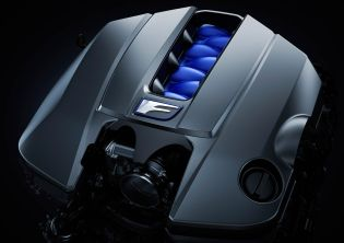 Under the bonnet of the RC F lies a new 5.0 litre 477 PS (471 hp) V8 engine and 530 Nm (391 lb ft) of torque