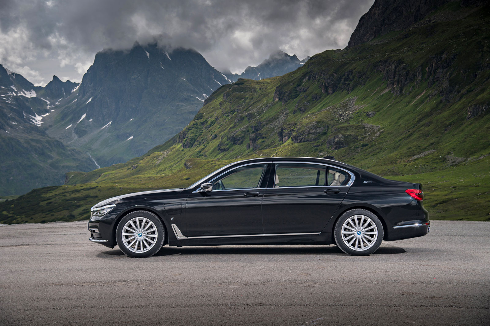 BMW i Technology Makes Debut On The New BMW 740e And 740Le xDRIVE 4