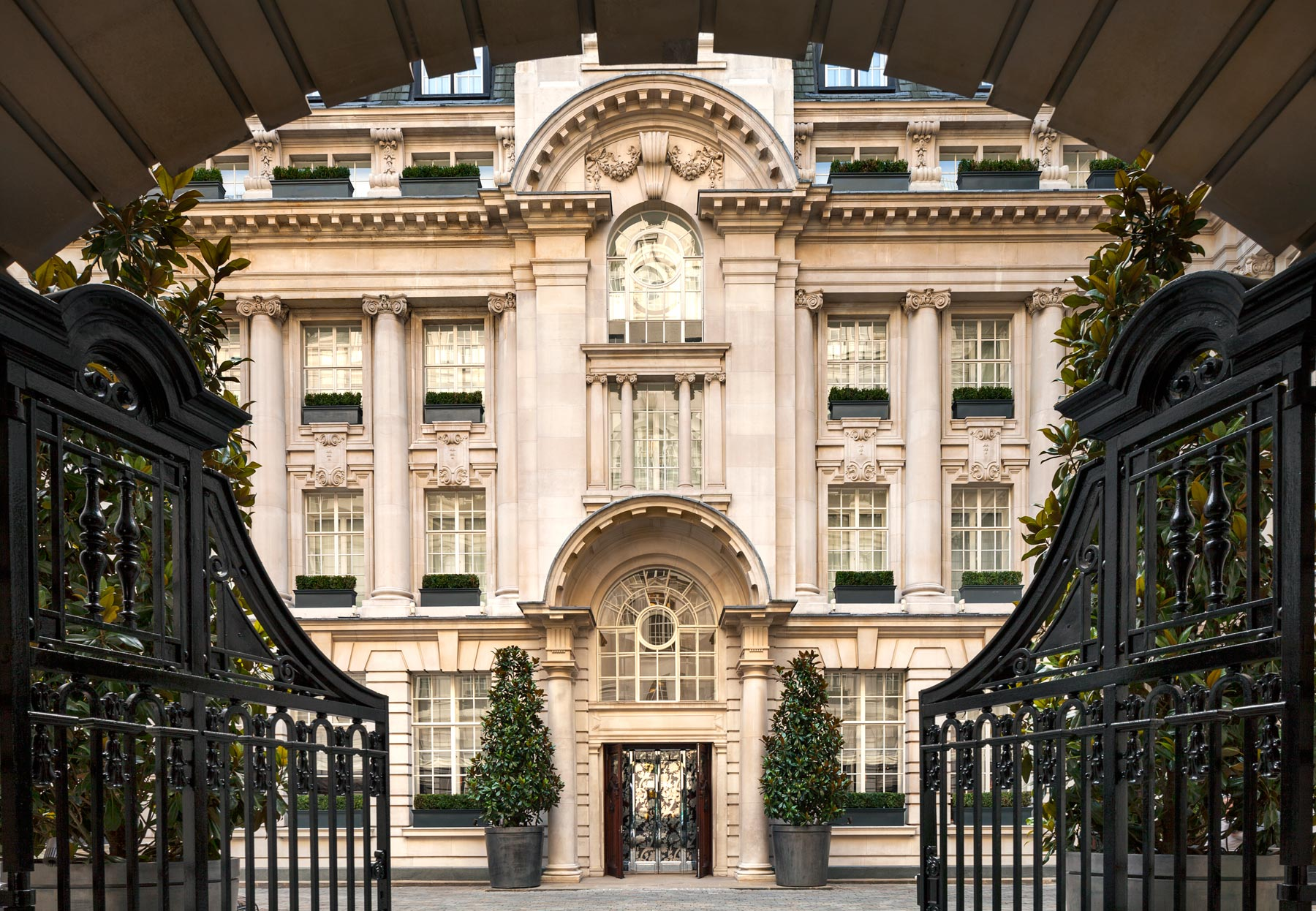 We Try London's Most Luxurious Haircut At The Rosewood Hotel 5