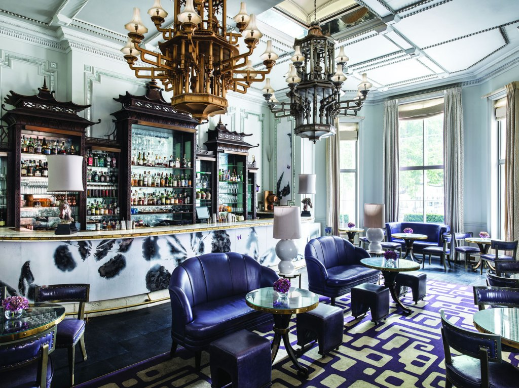 Artesian Bar Serves Artistic Flair With Memorable Moments