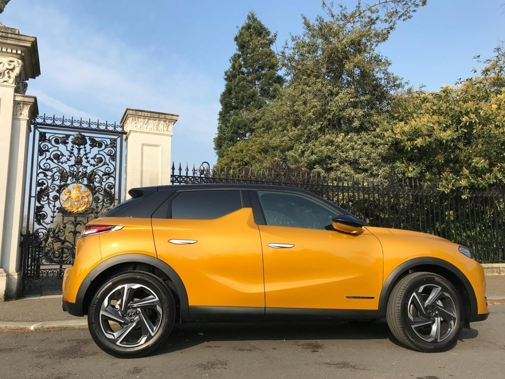 DS 3 Crossback Road Test at the Chihuly At Kew Exhibition 6