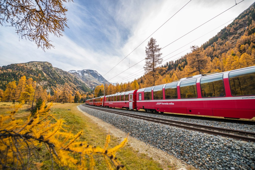 Experience Switzerland's Autumnal Natural Beauty with the Grand Hotel Kronenhof 3