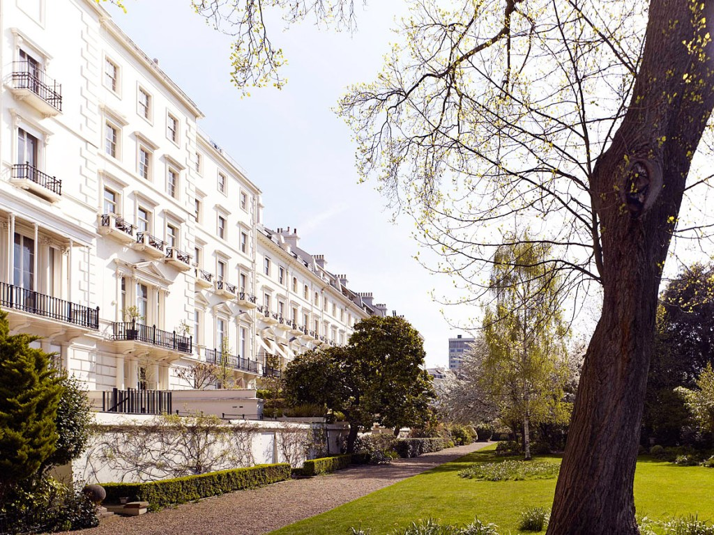 How Living Adjacent to a Garden Square in London Affects House Prices