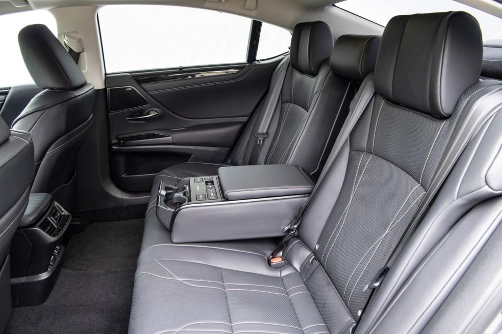 Luxurious Magazine Road Test: The Lexus ES 300h F Sport 7