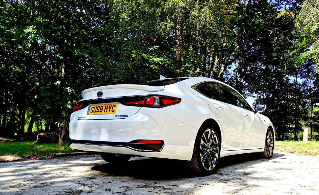 Luxurious Magazine Road Test: The Lexus ES 300h F Sport 8