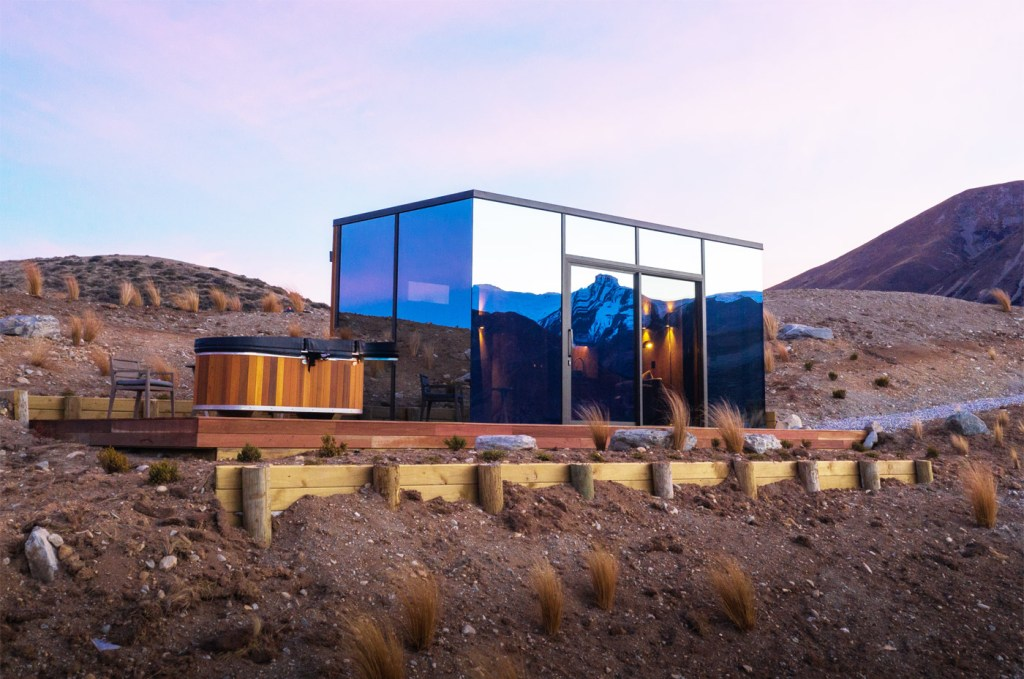 New Luxury Mirrored Pods Open at Lindis in New Zealand