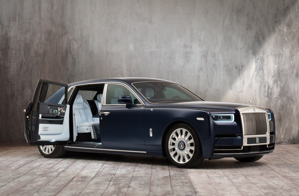 A Rolls-Royce Phantom Commission with One Million Embroidered Stitches 7