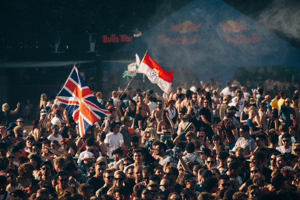 Sziget Festival Offers 2019 Headline Act Merchandise to Aid the Superar Charity 10