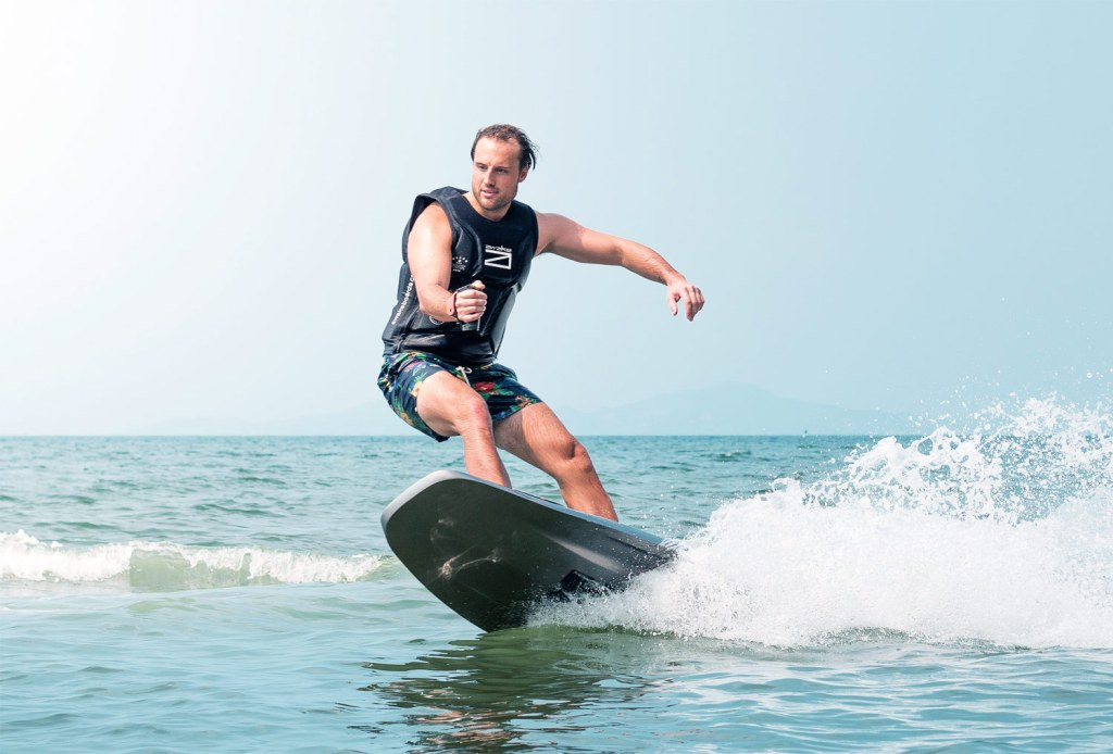 Awake RÄVIK S Electric Surfboard - Ideal For Adrenaline Junkies