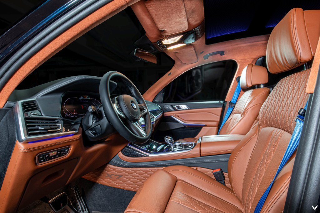 The interior of the Vilner BMW X7 M50d