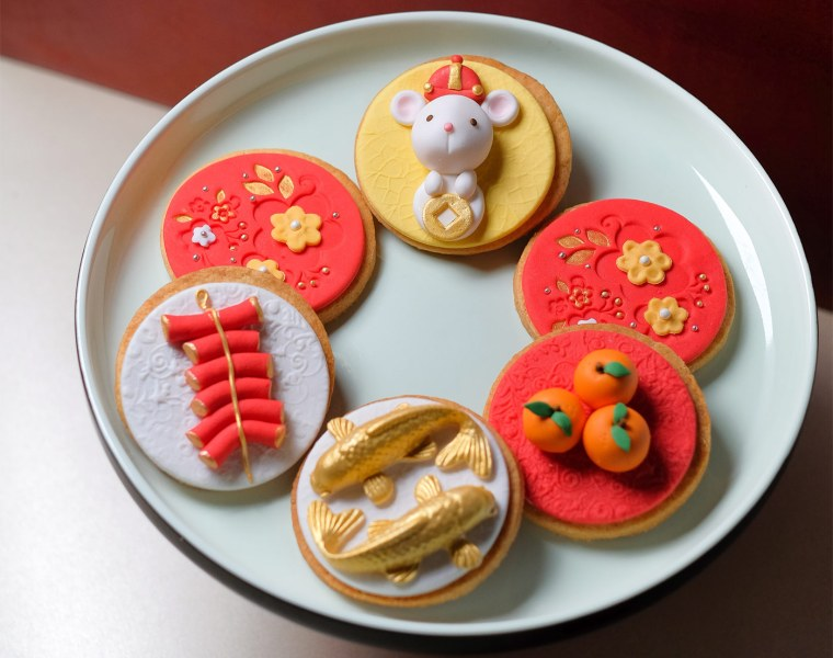 The box of 6 organic Chinese New Year-themed Fondant Cookie Set