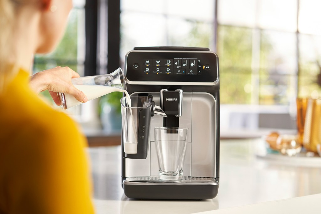 How to fill a Philips LatteGo Coffee Machine