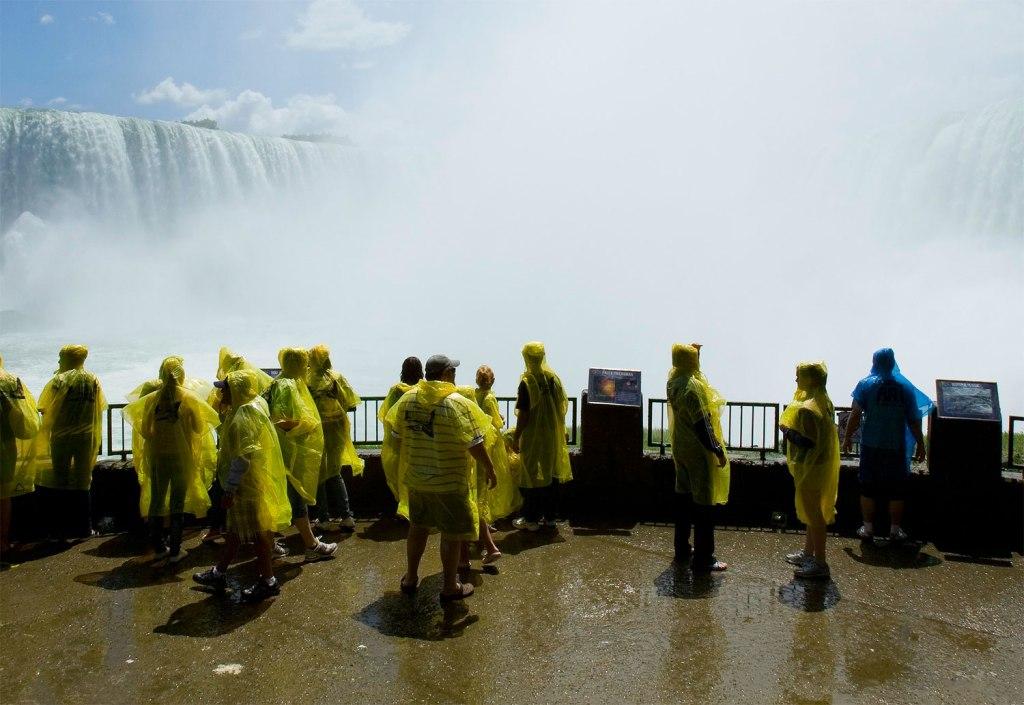 Experience the jaw-dropping Niagara Falls virtually