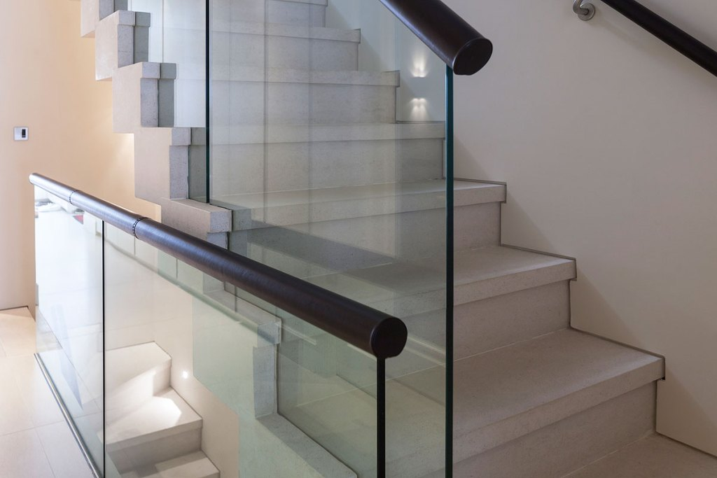 Combining Traditional and Modern in a Cohesive Luxury London Design 4