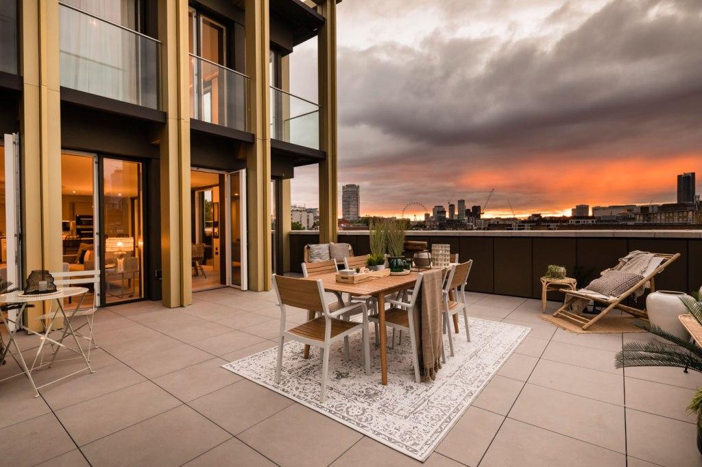 Reevo 360 Offers Hazmat Suits For Post-Lockdown Property Viewings 3