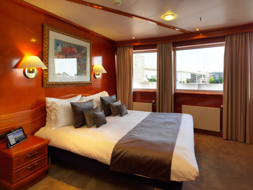 Sunborn London bedroom suite