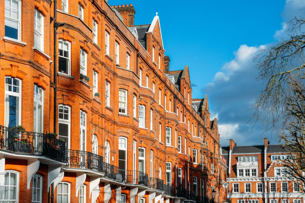 Hong Kong Chinese Purchasers Rushing to Buy London's Larger Homes