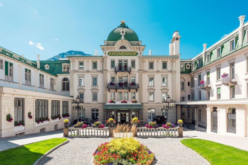 Grand Hotel Kronenhof courtyard in the summer