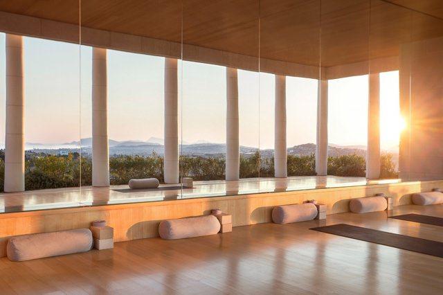 hotel-amanzoe-heli-porto-yoga-studio