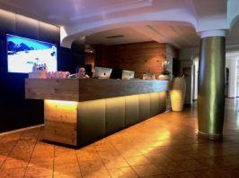 Lanerhof_winkler_hotel_pustertal_Suedtirol_wellness_urlaub_familienhotel_test_kronplatz_outdoor_berge_01_foyer