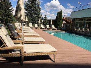 Lanerhof winkler hotel pustertal Suedtirol wellness urlaub familienhotel test kronplatz outdoor berge 01 pool - Der Lanerhof - Wellness, Gourmet & Sport in Südtirol