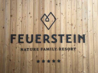 Feuerstein Family Resort Brenner schild - Feuerstein Family Resort am Brenner in Südtirol - Entspannter Luxus