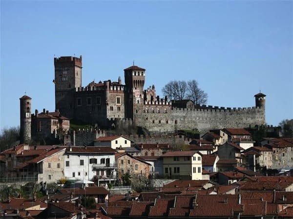 medieval italaian castle