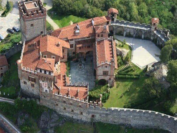 medieval italian castle grounds
