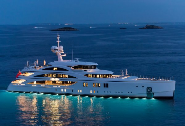 Yacht 11.11 Photo Gallery - Luxury Charter Group