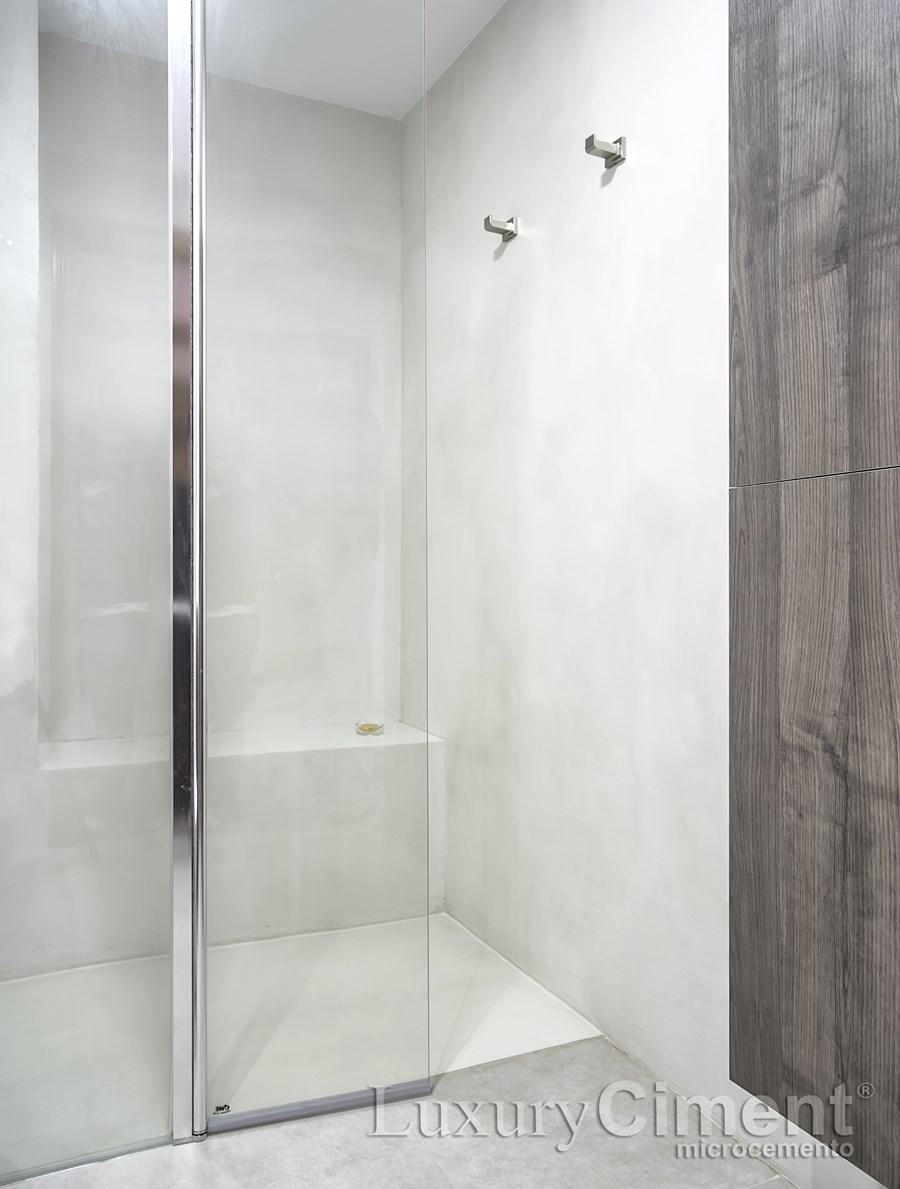 luxuryCiment microcemento en zona humeda de un baño