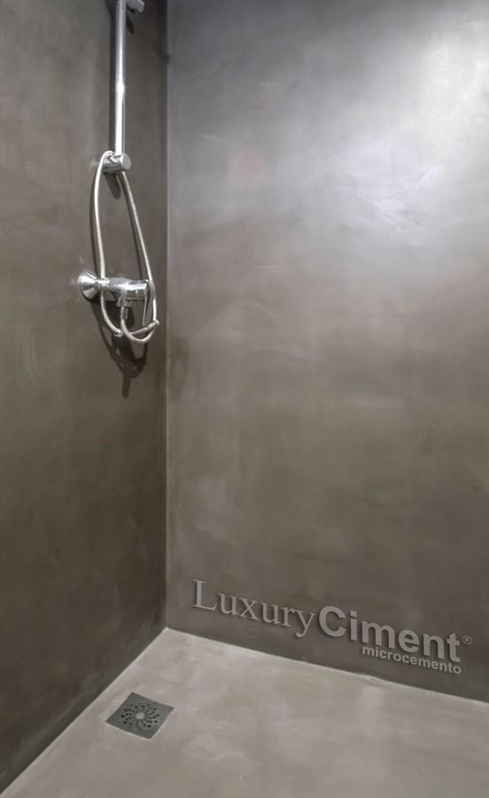 paredes y suelos de baño ducha con microcemento