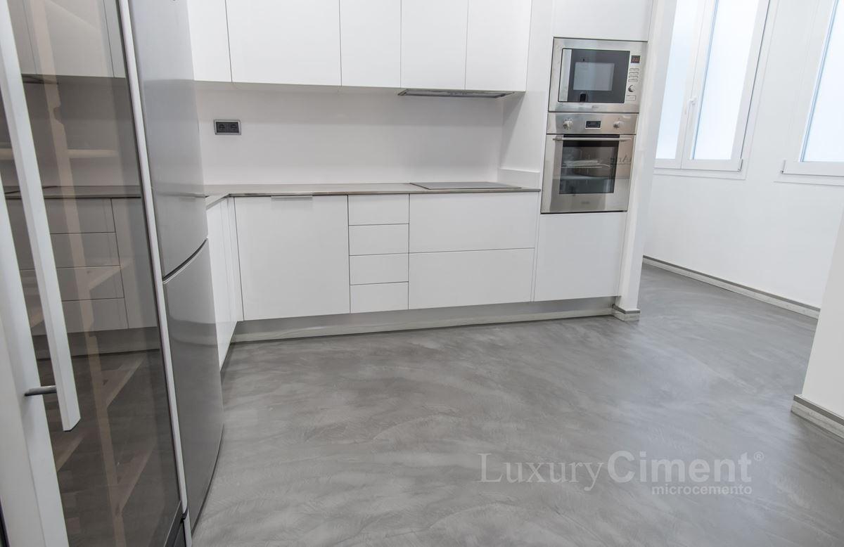 Microcemento en suelos paredes baos cocinas para