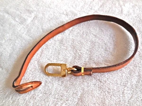 Louis-Vuitton-Cow-Leather-Pochette-Strap.jpg