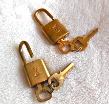 Louis-Vuitton-Lock-and-2-Keys-Set-3.jpg