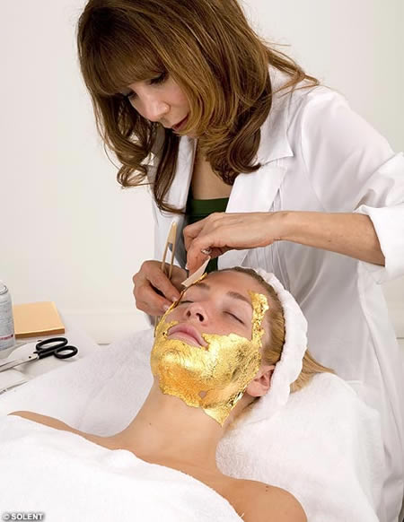http://www.luxurylaunches.com/entry_images/0308/31/gold_mask.jpg