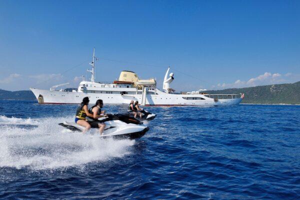CHRISTINA-O_yacht-for-charter_Morley-Yachts_jet-skis