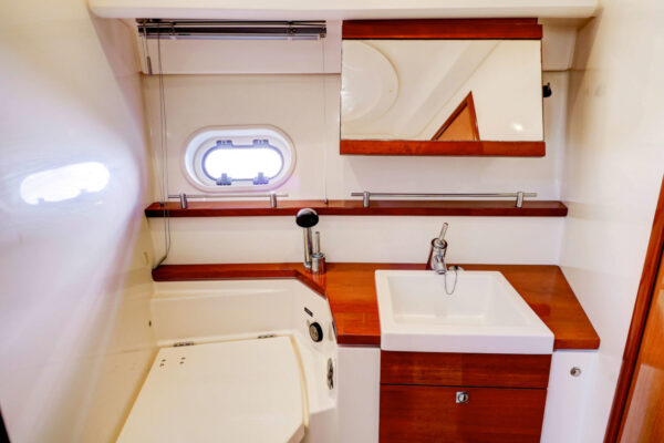 Lower-Pearl-Yacht-WC-2