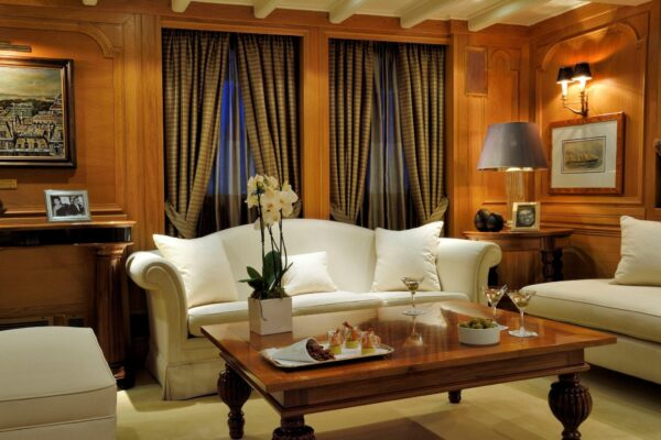 christina-o-megayacht-lapis-lounge-1